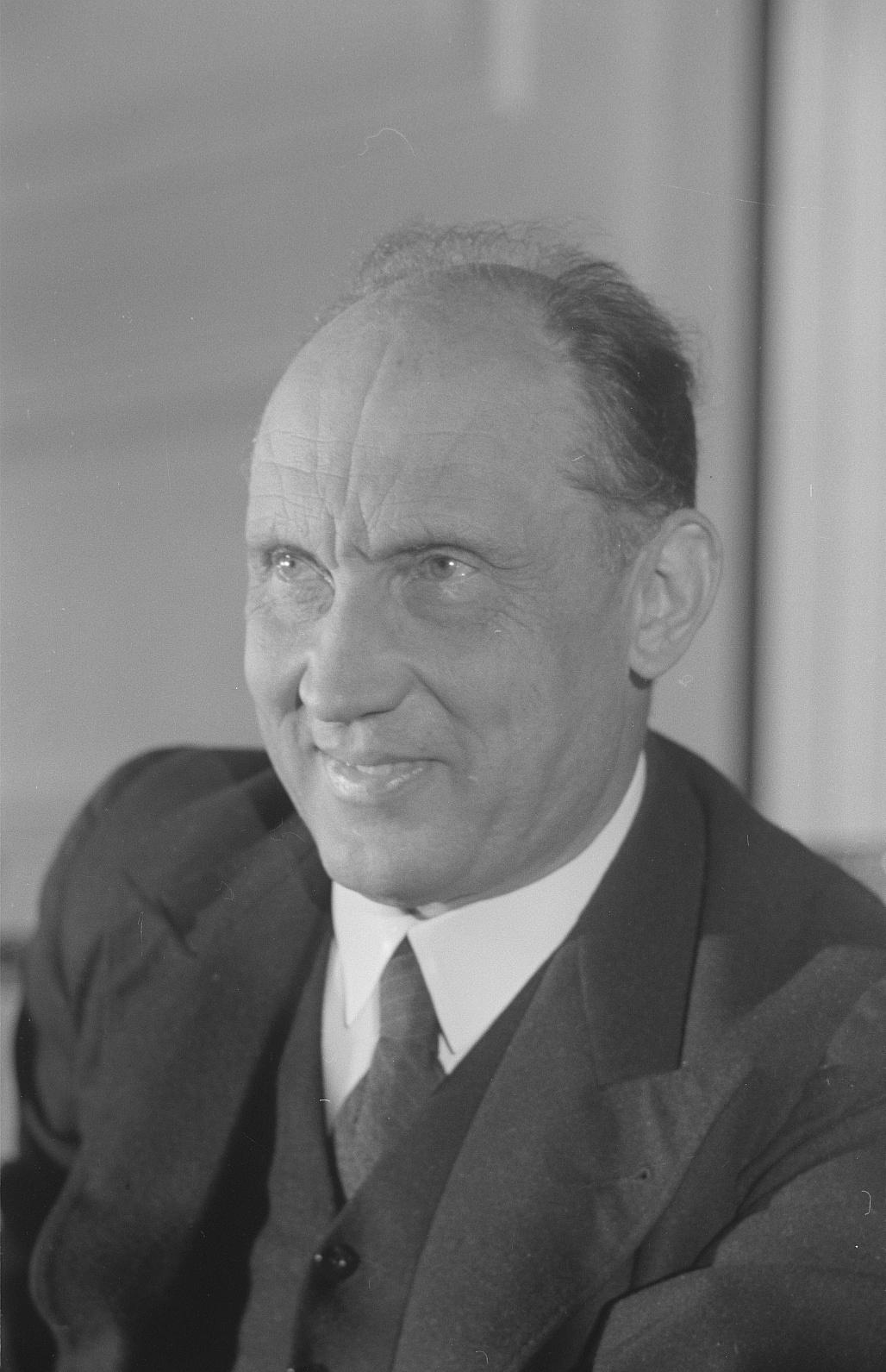 Photo von Carl Steinhoff, Minister des Innern der DDR