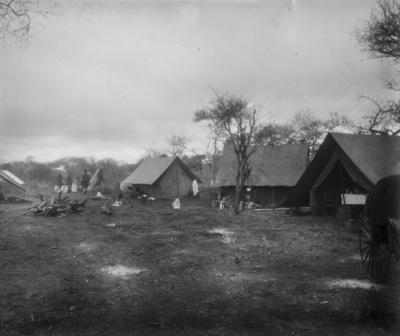 Meyer, Hans: 1886/1898, Im Lager, Das Lager des Hauptmannes Kurt Johannes in der Umgebung zwischen Mount Meru und Mount Kilimandscharo