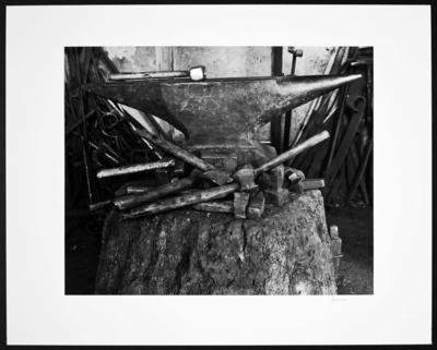 Waldorf. Schmiede von Leo Felten. Amboss und Handwerkszeug